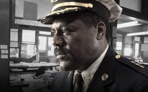 El comisario Burrell sabe a quién apretar para salir a flote