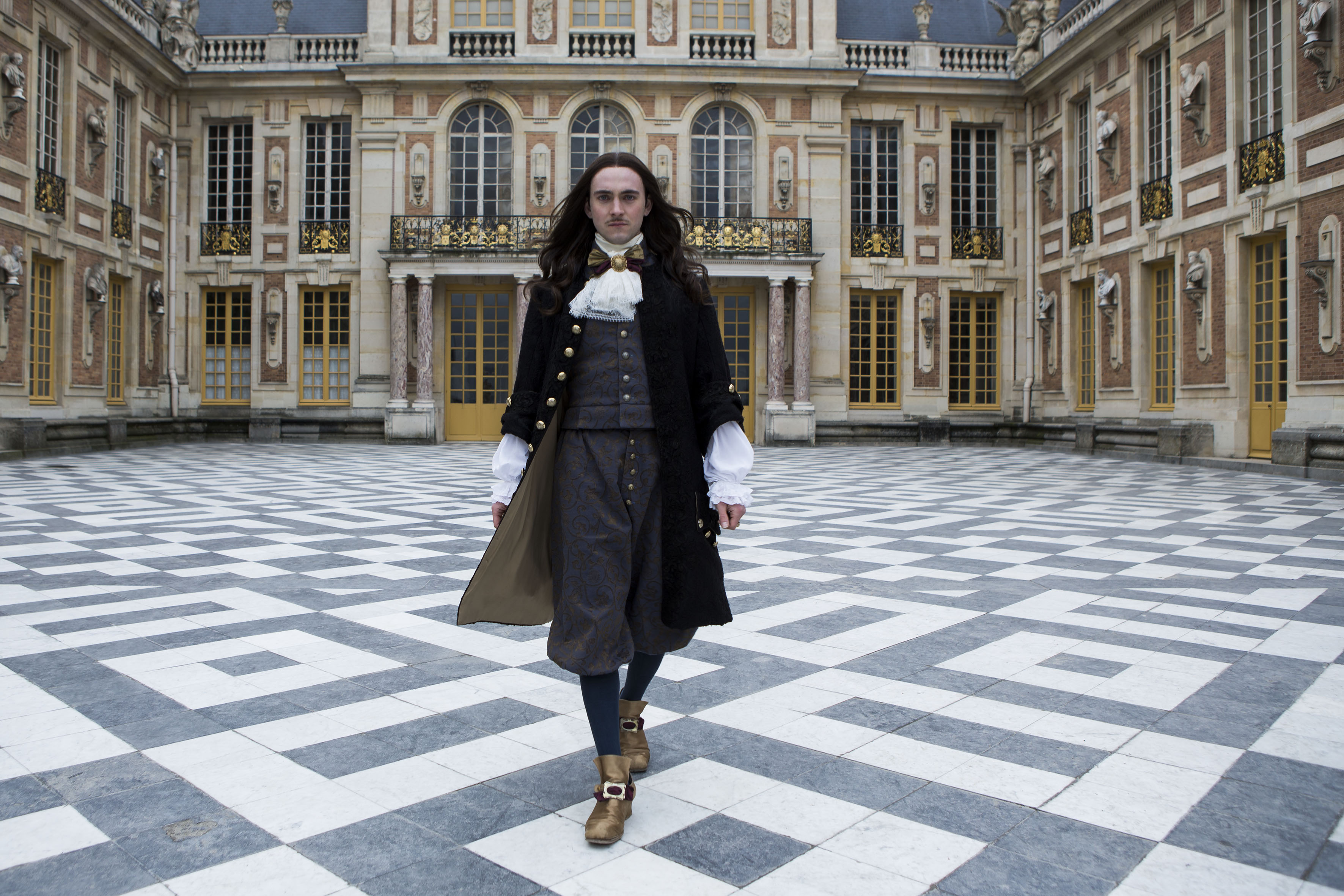 George Blagden (Louis XIV)