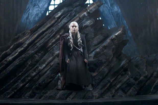 Daenerys Targaryen en el trono de Rocadragón.